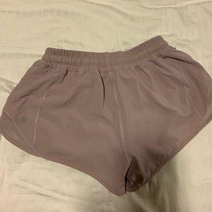 """Lululemon Hotty Hot Shorts 2.5"""" - Pink Quartz"""